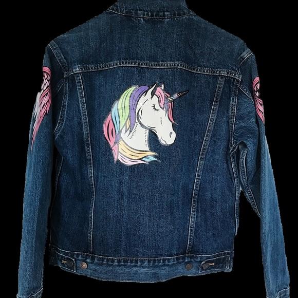 Blue Levi's boyfriend trucker denim jacket,
